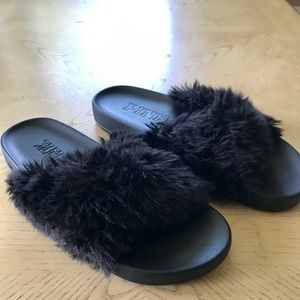 PINK | Faux Fur Slides